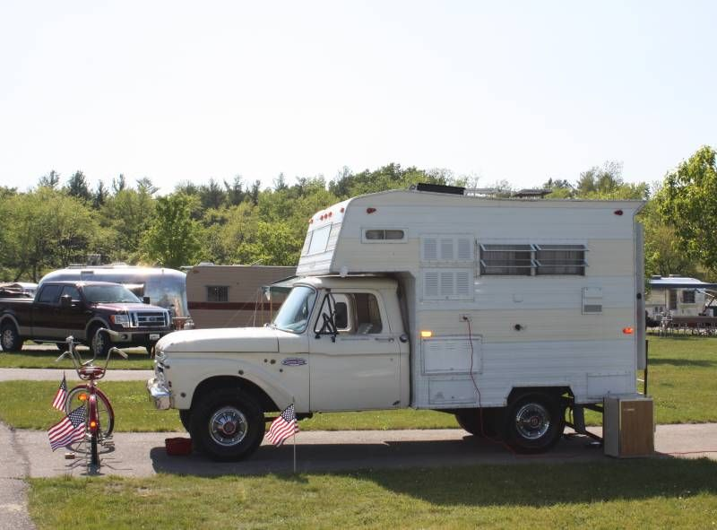 An Adorable Little Truck Camper Combo If I Had The Room Swear Id Probably Have A Fleet Of Vintage Trailers Campers Motor Homes Etc Likely End