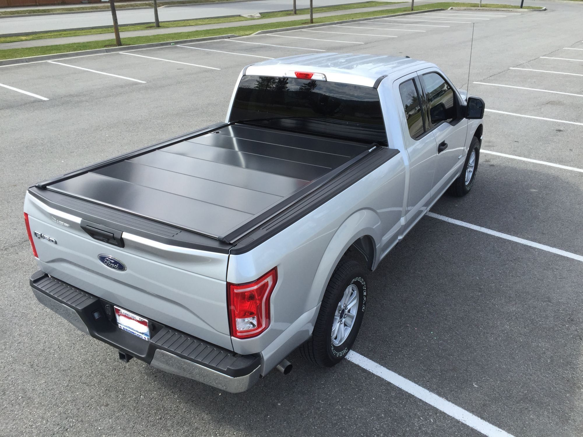 2016 Ford F150 truck bed cover in Ingot Silver Ford F