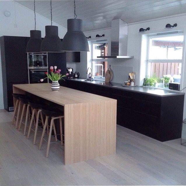 traitement réussi de lu0027îlot central-table, du mur-colonnes, du plan - cuisine avec ilot central et table
