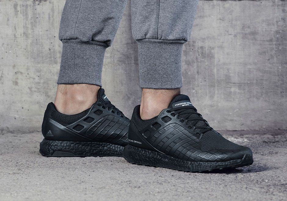 porsche design sport x adidas tutto nero ultraboost su piedi porsche