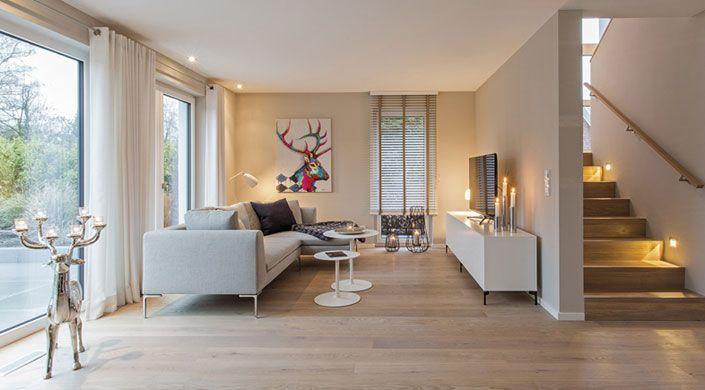 Klarer bauhaus stil verbunden mit einer wohnlichen warmen inneneinrichtung