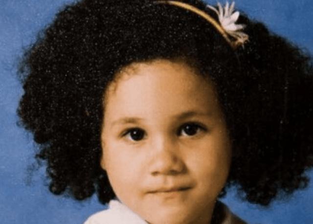 A Young Meghan Markle With A Headband Meghan Markle Curly Hair Meghan Markle Curly Hair Styles