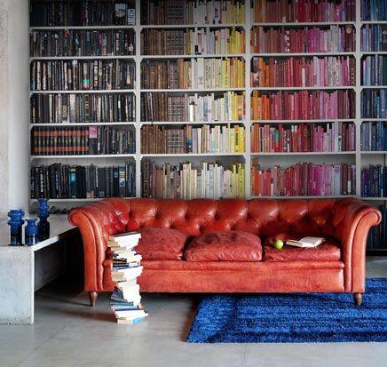 kleurrijke boekenkast fotobehang inrichting huiscom