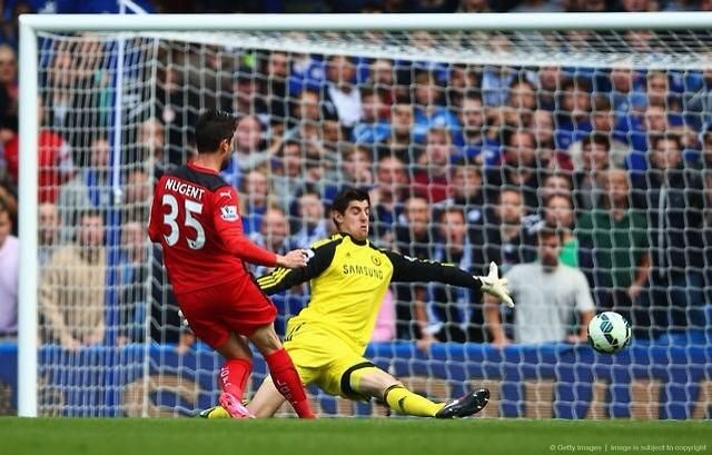 Courtois vs Nugent one on one today. Courtois totally bossed the goal today. So calm and confident. #Beast pic.twitter.com/4BihQbhNpw