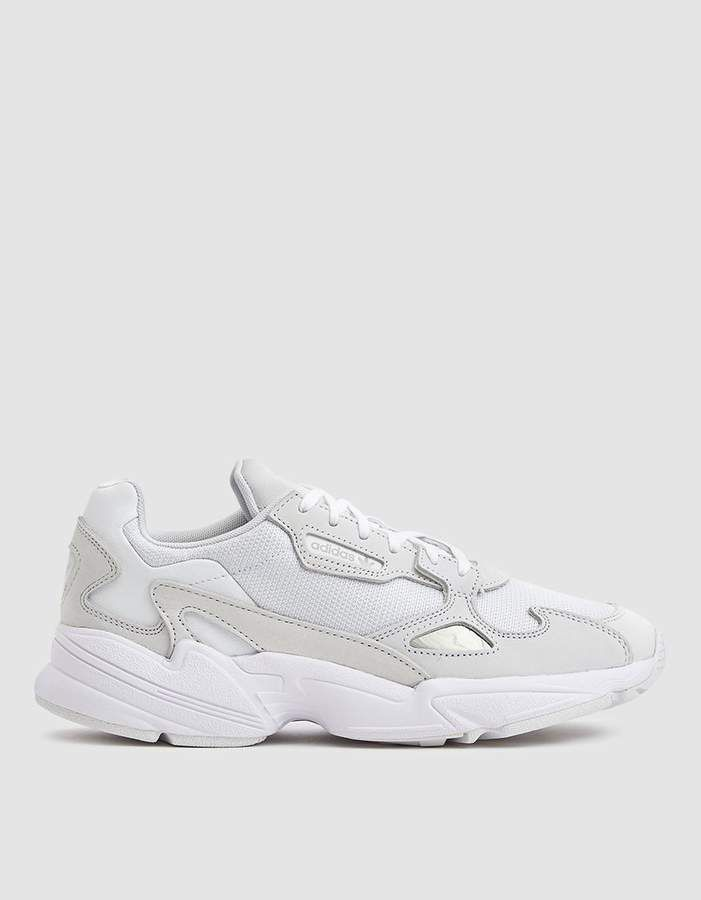 Adidas Falcon W in Triple White | Plataformas zapatos