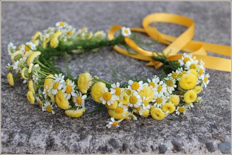 .daisy wildflower flower girl hair floral crown yellow white portland  oregon wedding florist http  5ae0aee8764