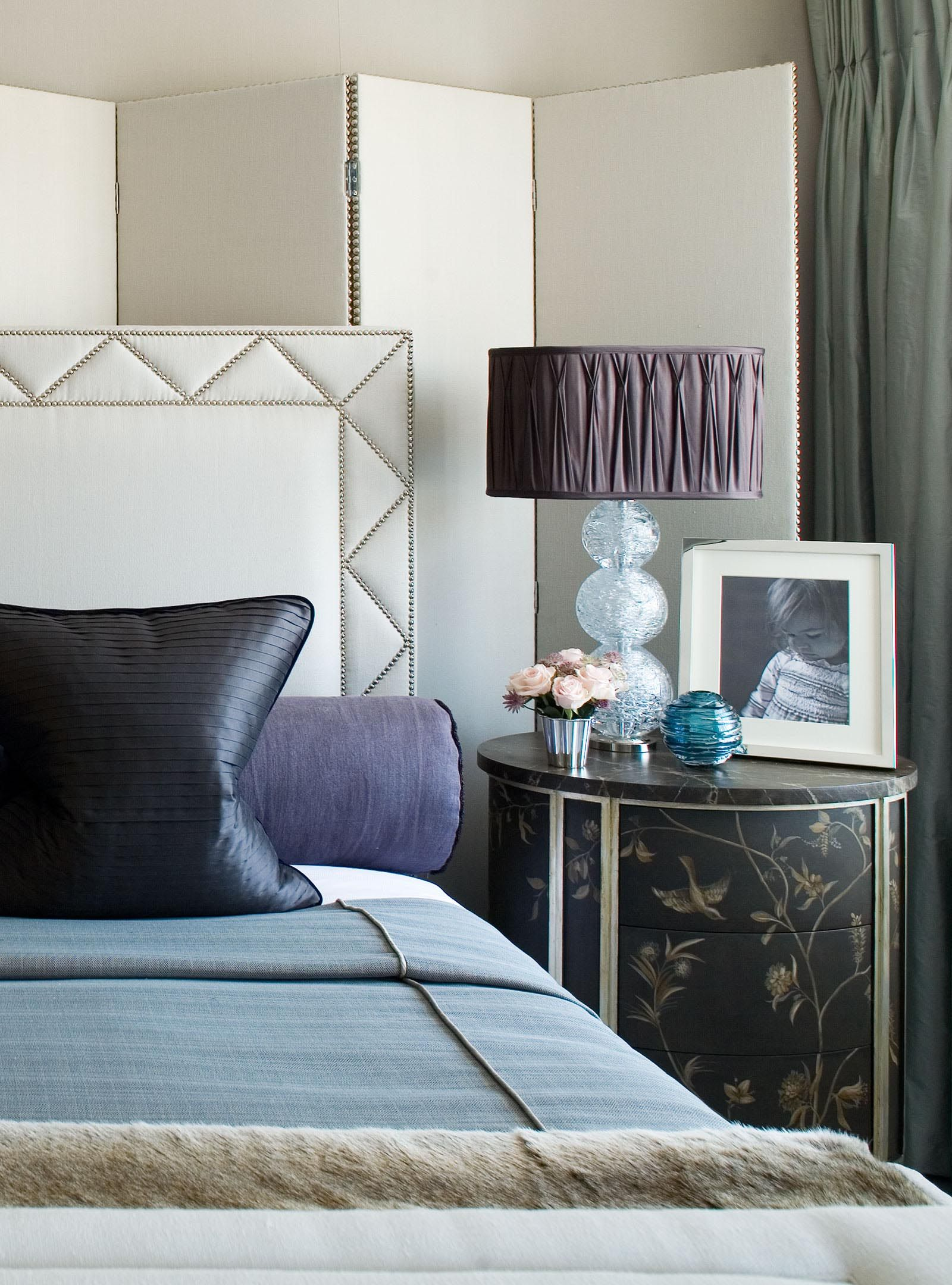 Best Belgravia Townhouse Apartment Master Bedroom Interior 400 x 300
