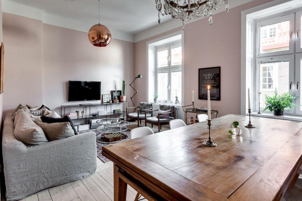 In deze mooie woonkamer zijn de muren roze geschilderd! | Living ...