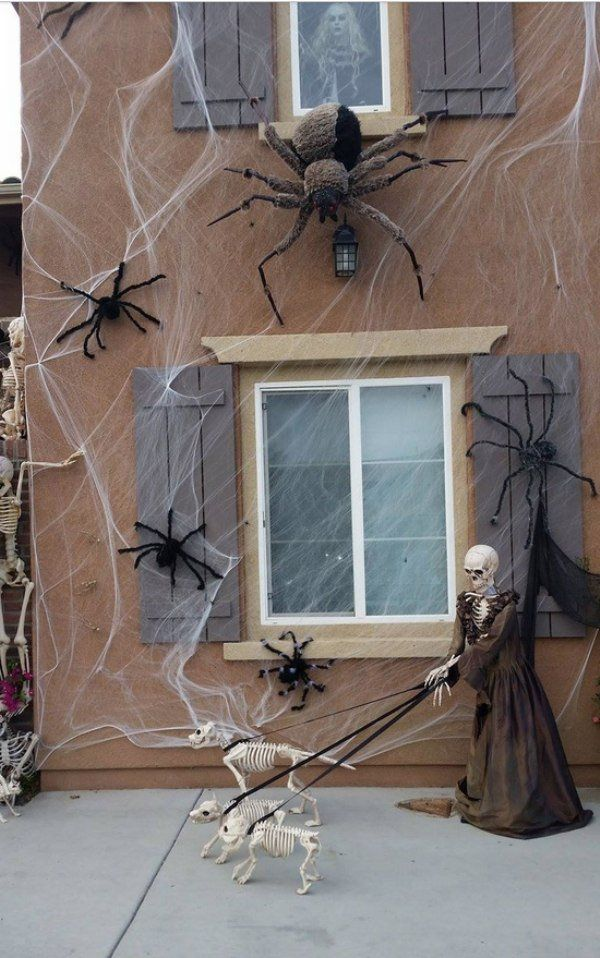 Outdoor Halloween decorations that aren\u0027t even messing around (32 - best decorated houses for halloween