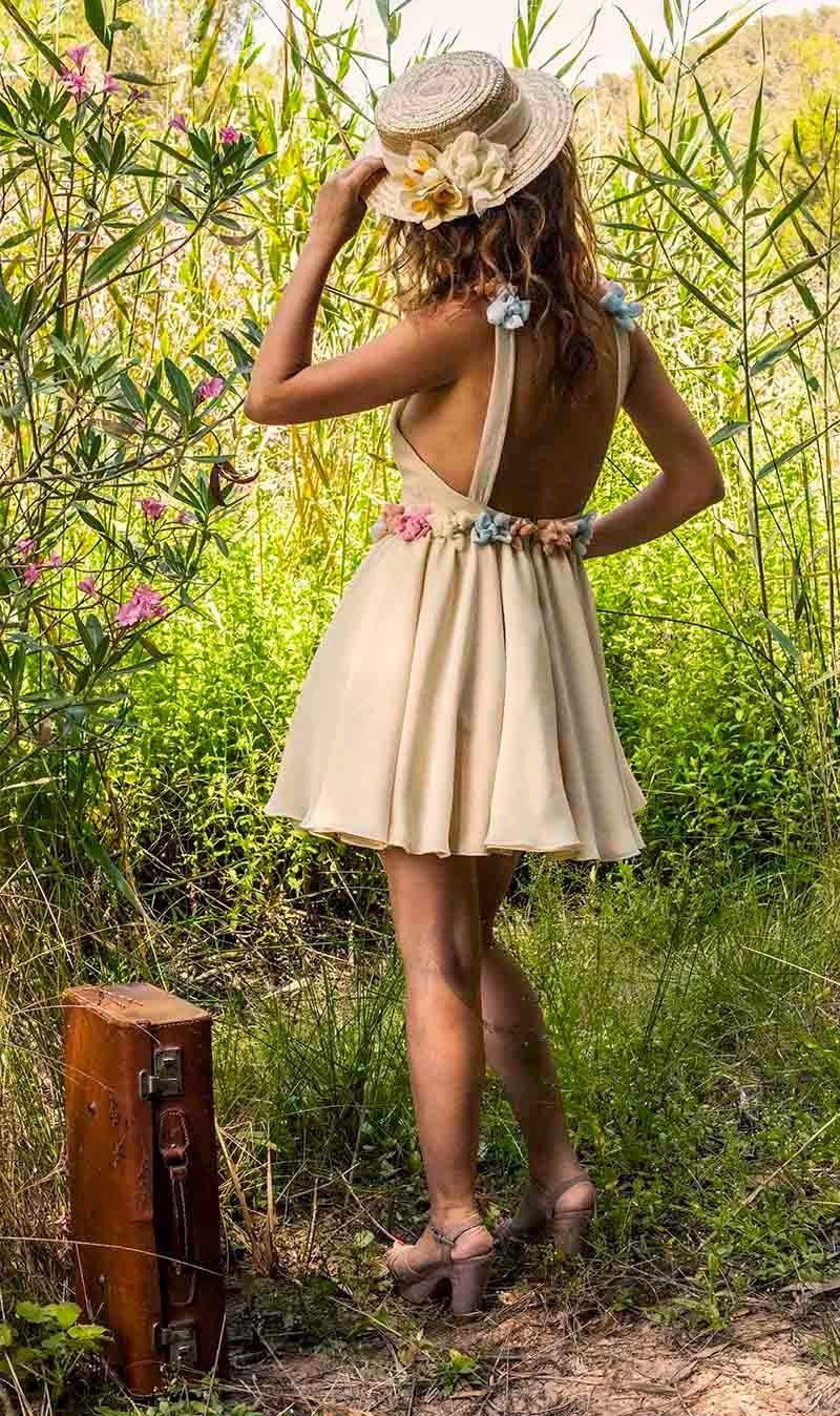 Modelo pisa espalda de la marca 5 Hermanas y 1 Vestido, conoce más en La Nena Quiere