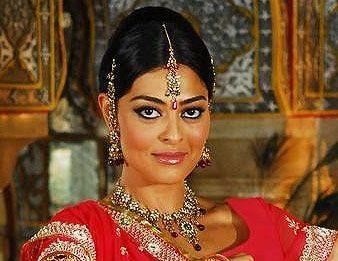 India Una Historia De Amor Juliana Paes Maya Meetha Ananda
