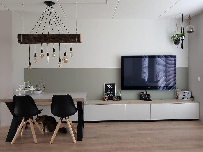 Ikea Idee Besteht Tv Schrank Und Couch Fur Am Esstisch Unter Einem Tragbalken Und Daruber Wohnen Wohnung 1 Zimmer Wohnung