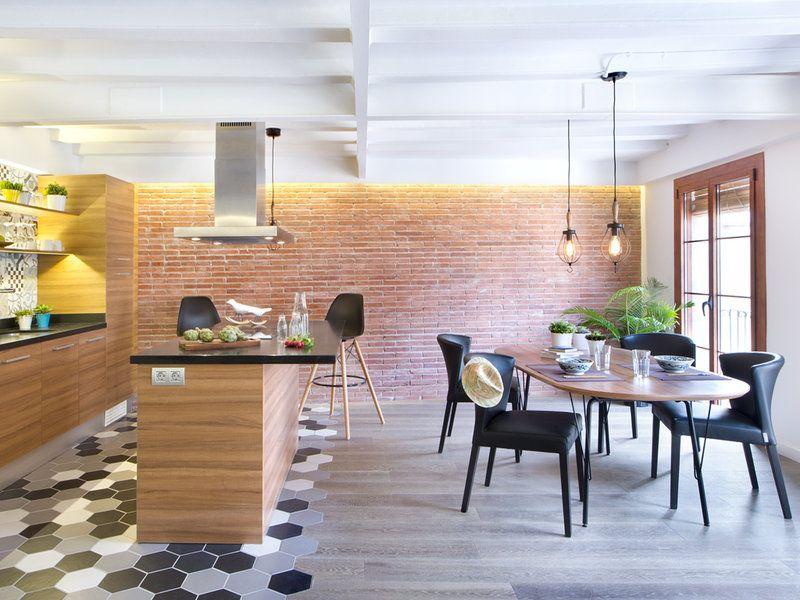 Un piso antiguo convertido en segunda residencia suelos - Salon y cocina integrados ...