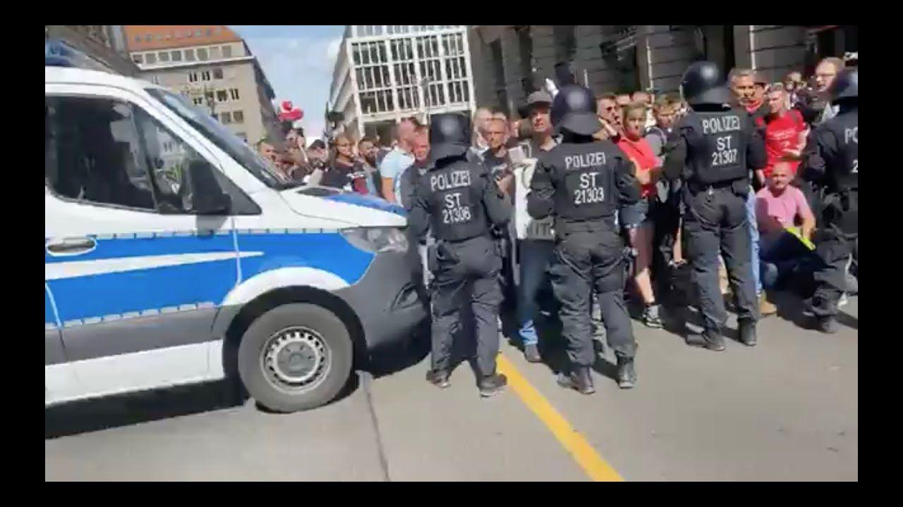 Legitimer Widerstand Gegen Polizeiterror In Der Brd Demonstrant Am Polizei