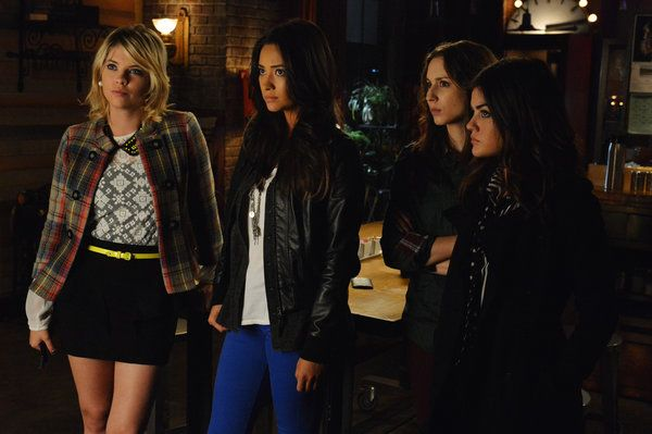 Those Do Not Look Like Happy Little Liars Tune In To All New Episodes Of Pretty Little Liars Episodes Pretty Little Liars Fashion Pretty Little Liars Seasons