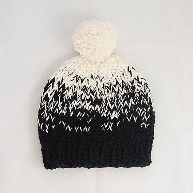 Gorros con borla - Ombre tejida Bobble Hat Negro-Cream con Pom Pom ...