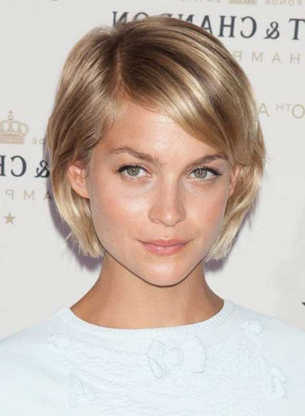 Low Maintenance Short Hairstyles For Straight Hair Straight Hair Low Maintenance Short Haircuts For Thin Hair Haircuts Thick Hair Styles Haircuts For Fine Hair
