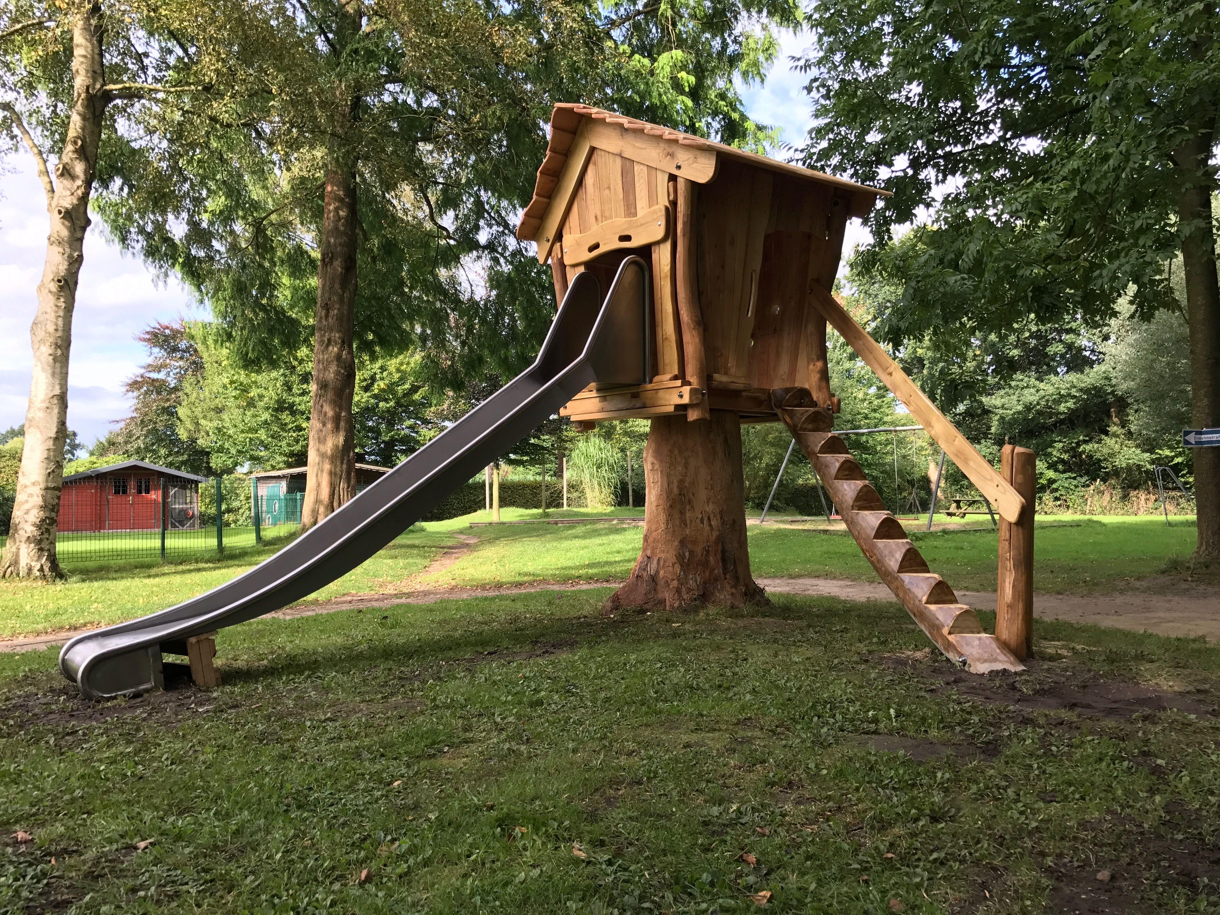 Spielhaus Auf Larchenstamm Kinder Spielgerate Spielgerat Naturliches Leben