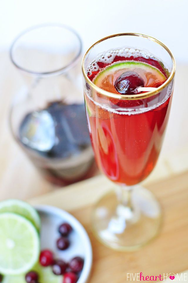 20 Holiday Drinks That Your Whole Family Will Love Christmas Drinks Recipes Mixed Drinks Recipes Non Alcoholic Drinks