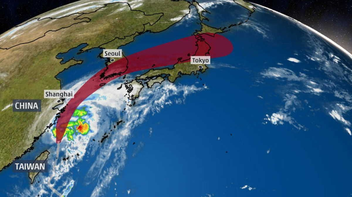 Typhoon Mitag To Hit Japan With Heavy Rain National Hurricane Center Sea Of Japan Japan