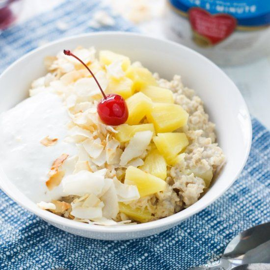 Fresh, tasty and with all the flavors of the Caribbean, this Piña Colada Oatmeal Bowl tastes just like the delicious beachy drink.