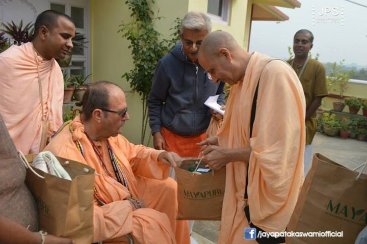 Jayapataka Swami surprises the leaders of Iskcon with selected gifts in Mayapur! (Album 58 photos) See them here: http://goo.gl/17z9Yn
