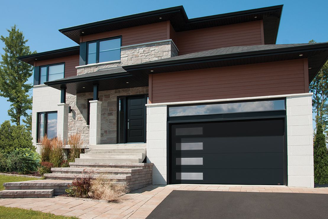 Black modern garage door with windows porte de garage for Porte moderne