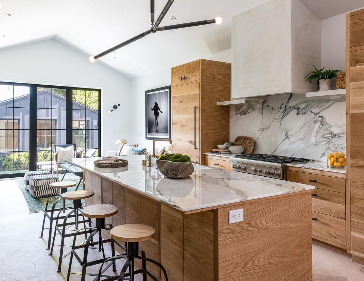 Natural Light Earth Tones Kitchendesign Kitchen Kitchen Redesign Kitchen Inspirations Beautiful Kitchens