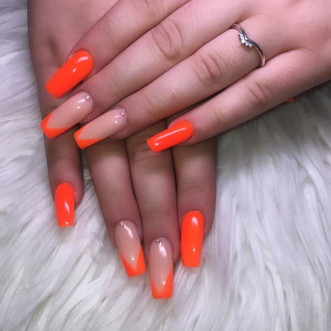 Neon Orange Nails With V Tip Design Gems Neon Neonorange Orangenails Firenails Fire Obsesse In 2020 French Tip Gel Nails Orange Nails Neon Orange Nails