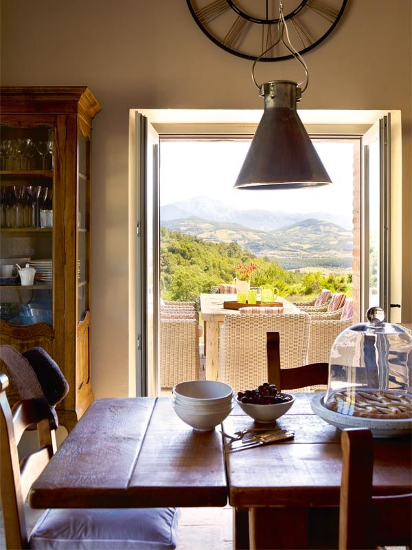 Looking out over Umbrian Hills, Italy Room with a view Pinterest