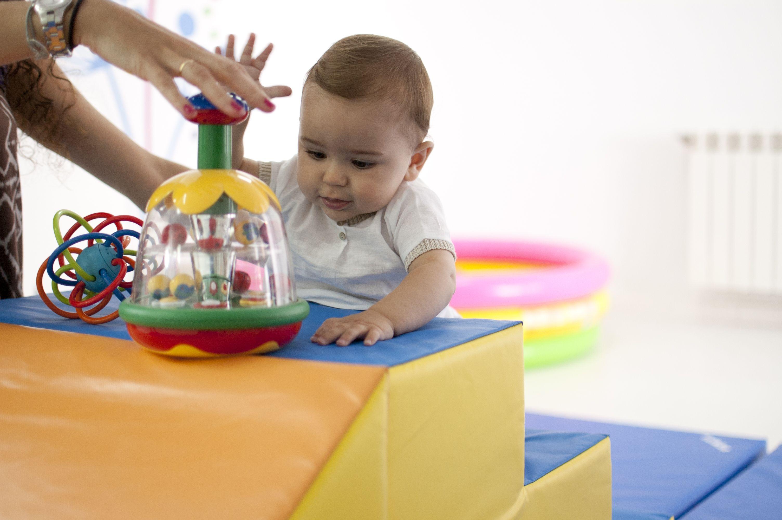Sube Las Escaleras Atraído Un El Juguete Bebé Por AL534Rj