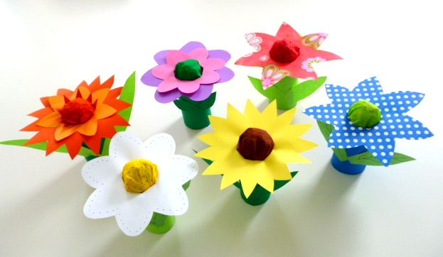 Basteln5\/basteln-bunte-Blumen-Toilettenpapierrollen give me - blumen basteln