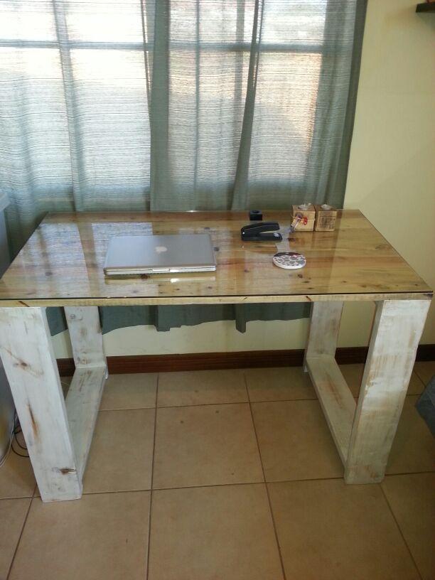 escritorio con tarimas