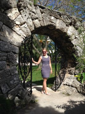 Bermuda Moondoor Moongate Moon Door Moon Gate in Hamilton Soft Limestone of Shells and Coral Bermuda Stone Cast Iron Gates Fencing Railings Honeymoon & Bermuda Moondoor Moongate Moon Door Moon Gate in Hamilton Soft ...