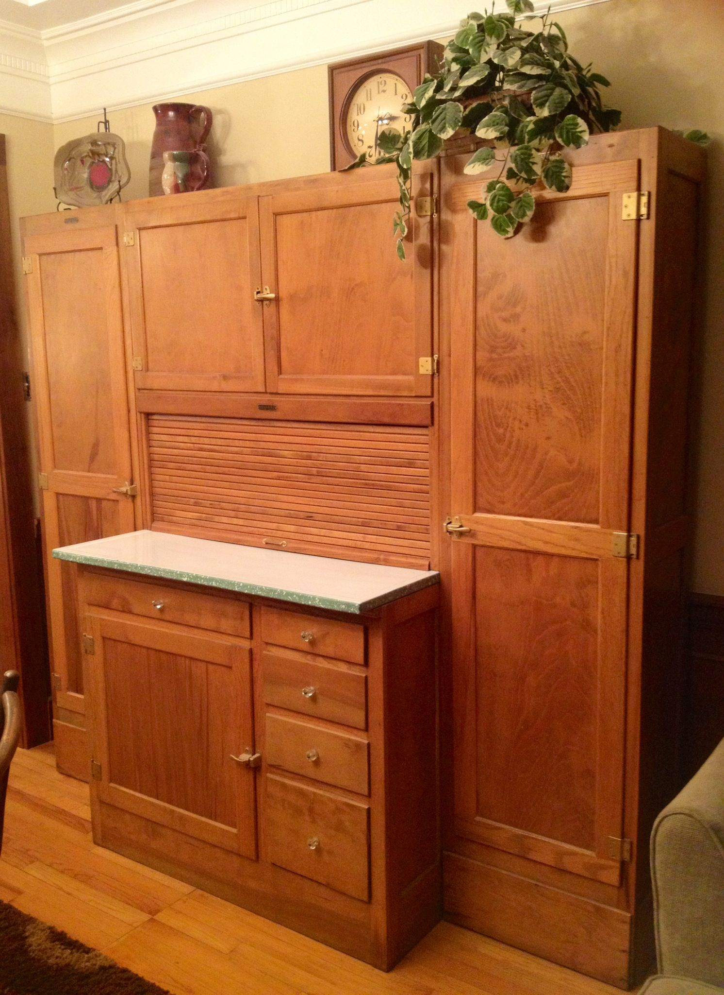 Seller S Hoosier Cabinet With Side Cabinets Hoosier Cabinet Hoosier Cabinets Antique Hoosier Cabinet
