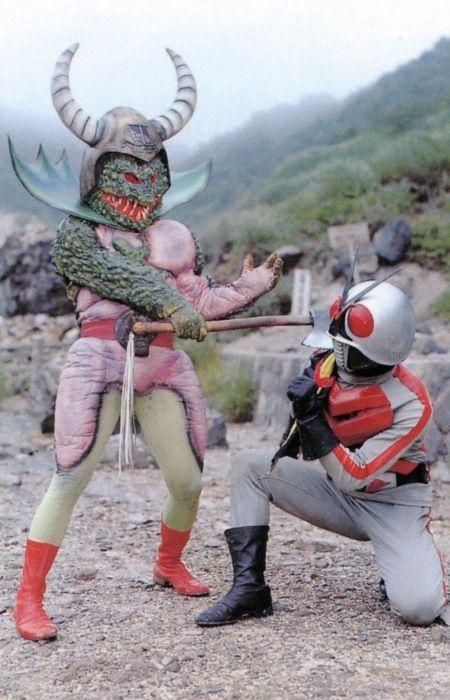 仮面ライダーx対トカゲバイキング イラストポスター 特撮ヒーロー ライダー