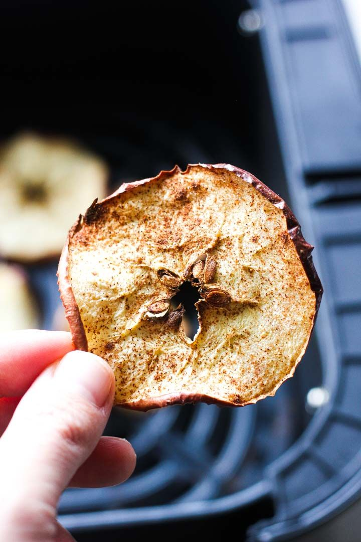 Air fryer cinnamon apple chips Berry&Maple in 2020