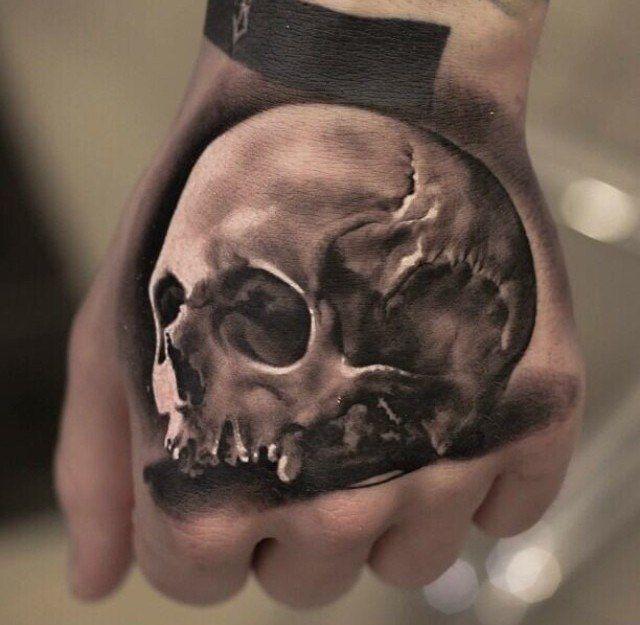 Картинка черепа на кисти