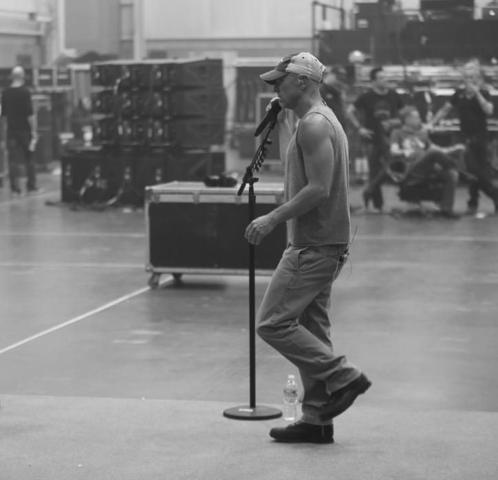 "Kenny Chesney on Twitter: ""Getting it done at #TheBigRevivalTour rehearsals. We're so close.... #noshoesnation Dates: http://t.co/xyxJu52EJu http://t.co/Ftpux1bqnT"""