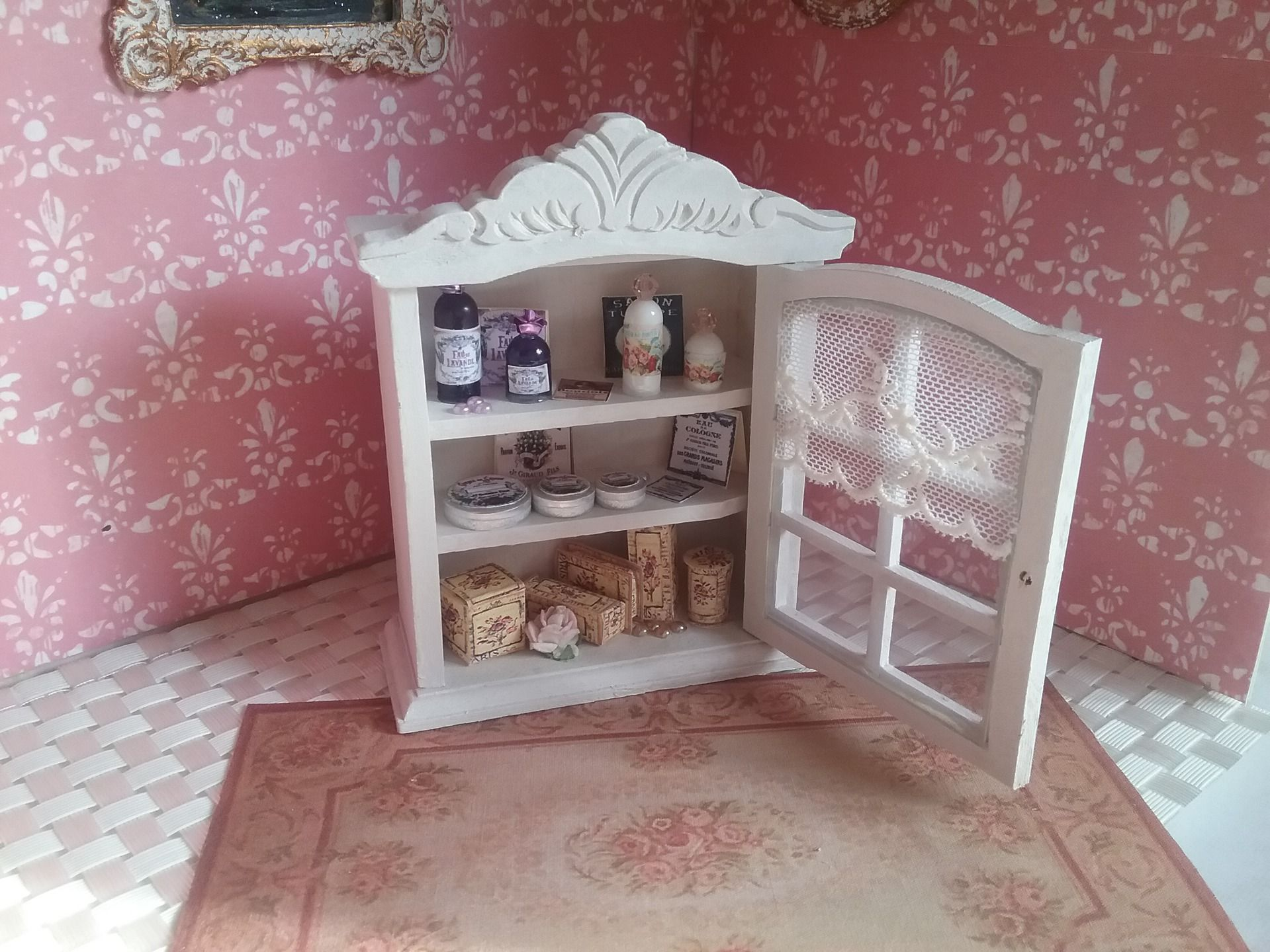 miniature meuble de parfumerie maison de poup es vitrine scrapbooking meuble patin shabby. Black Bedroom Furniture Sets. Home Design Ideas