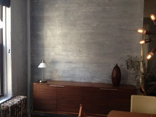 Amazing faux concrete walls diy-able with paint and glaze! Love the look of