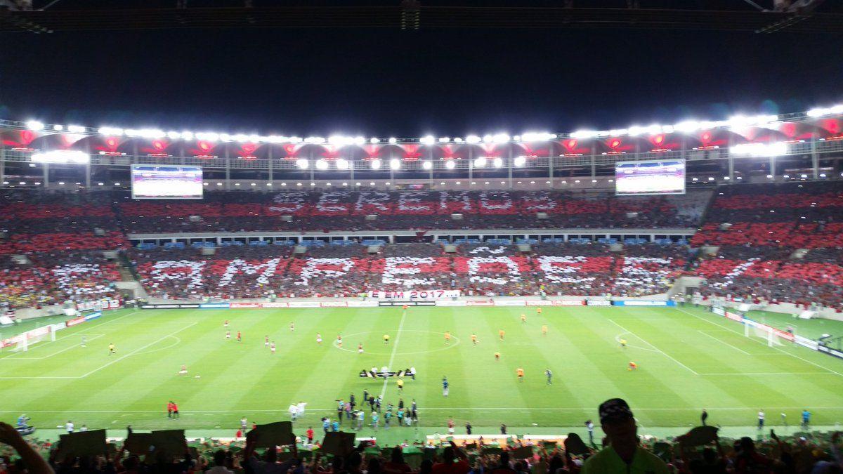 e823438218811b SEREMOS CAMPEÕES! Com essa frase no mosaico, a torcida do @Flamengo ...