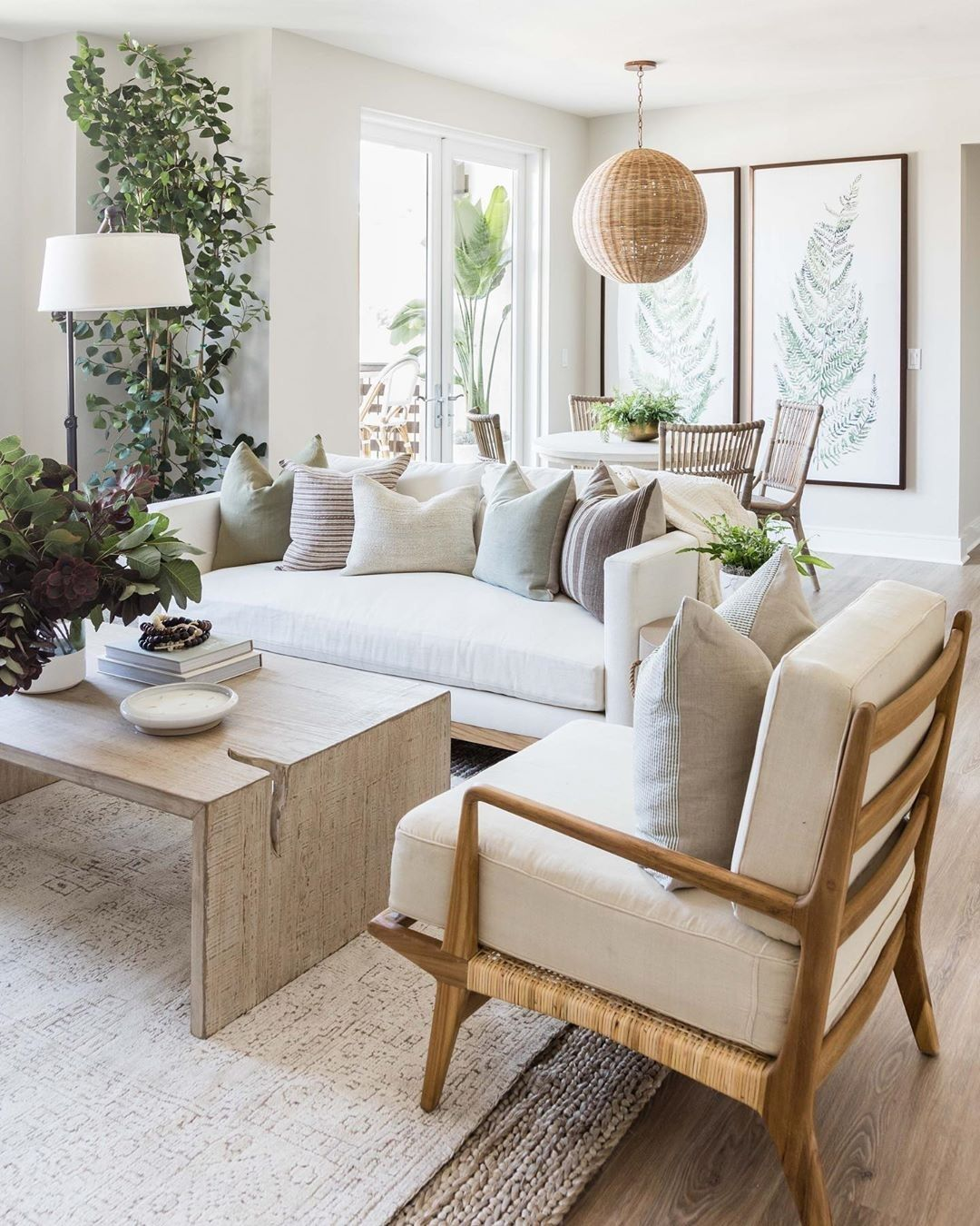 """DecorMatters on Instagram: """"White colors, wooden furniture, and greenery = the best trio 🌿🤩 (via @puresaltinteriors). • • • #interiorstyling #interior123 #houseandhome…"""""""