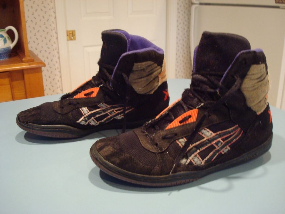 VINTAGE ASICS GEL ASSAULT WRESTLING SHOES, BLACK PURPLE AND RED SZ 9.5  PRE-OWNED