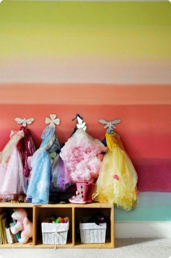 Bunte Wand Gestaltung Im Hausflur   Hänger Mit Kinder Kleiung   62 Kreative  Wände Streichen Ideen