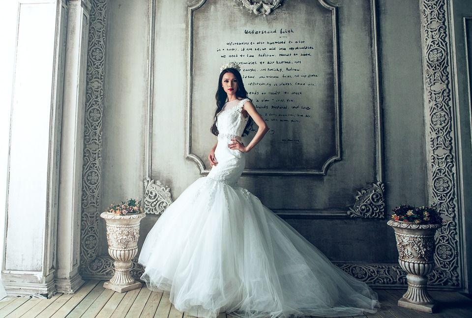 Pixabay의 무료 이미지 - 웨딩 드레스, 성, 신부