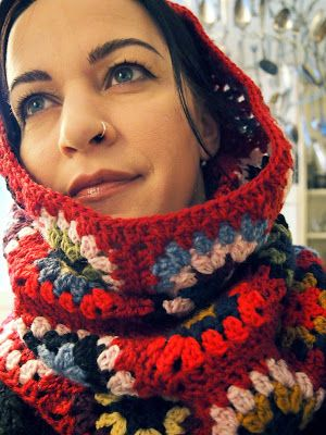 A really cool extra long and scrunchy granny cowl