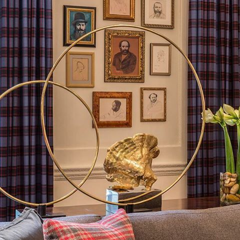 The square and linear crispness of framed portraits  and Scottish plaids is softened with golden circles and forms from nature. @holidayhouseny @jamesrixner @catarinewright #DesignerTakeover #Scotland @bcrfcure @arteriorshome
