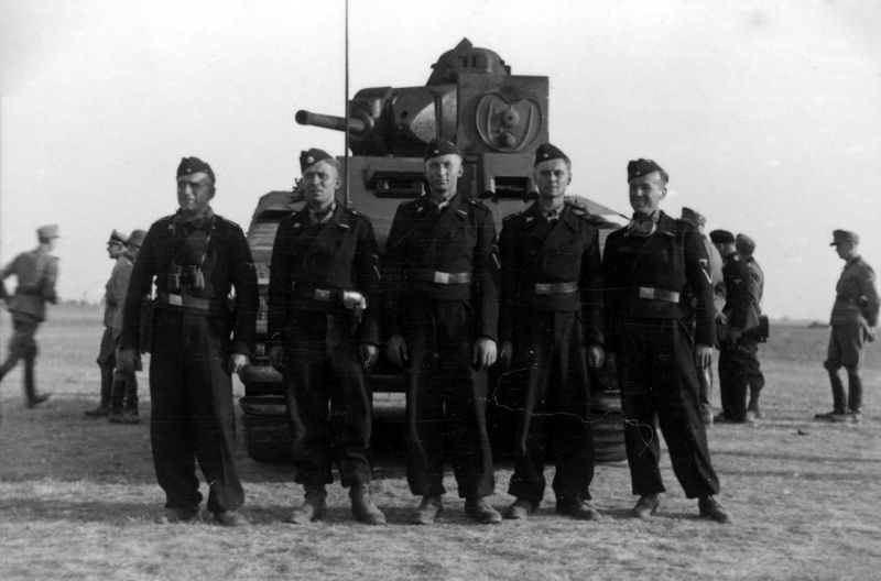 """Panzermen of the 7th SS Volunteer Division """"Prinz Eugen"""" in front of  a Pz.Kpfw. B2 740 (f)"""