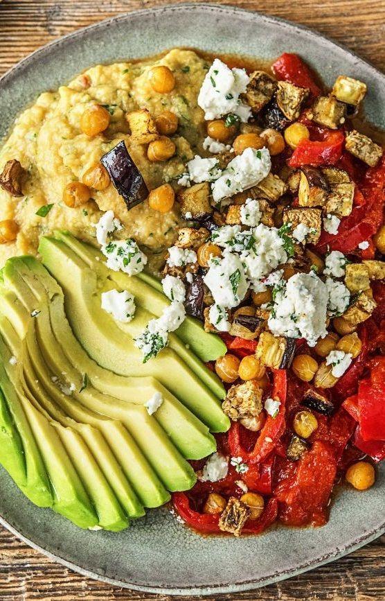 Shakshuka! Nordafrikanische Spezialität mit Petersilien-Hirtenkäse und Avocado  - Fleischlos Glücklich! | Vegetarische Rezepte -